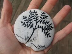 Hand painted tree. via darhosta