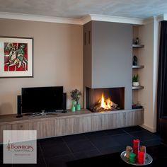 In een woning in Beek en Donk (Laarbeek) plaatsten we een 2-zijdige Maestro 80 gashaard in de woonkamer. Uitgerust met ontspiegeld glas en EcoWave, waardoor het vuur zo realistisch mogelijk is. Het vuur lijkt uit de houtstammen te komen. Optimaal genot van deze gaskachel. Home Fireplace, Living Room Decor Fireplace, Fireplace Design, Living Room Built In Cabinets, Living Room With Fireplace, Living Room Designs, Fireplace Decor, House Interior, Freestanding Fireplace