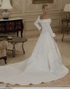 If my wedding is during winter, I want this dress.
