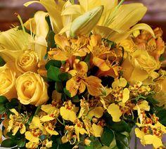 arranjos florais com astromelia amarela e lirios brancos - Pesquisa Google