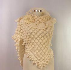 Tenderly / Ivory Bridal Shawl Crochet Flower Shawl por lilithist