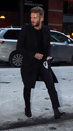 beckham on point Gentleman Mode, Gentleman Style, Gentleman Fashion, Style David Beckham, Style Casual, Men Casual, Men's Street Style Photography, Mode Man, Moda Formal