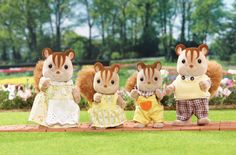 Meet the Hazelnut Chipmunk Family - Mother, Savannah is a famous fashion stylist. Father, John is a furniture designer. Sister, Sarah likes taking pictures of her favorite moments. Brother, Dominic is energetic and loves to climb trees. Calico Critters Families, Furry Tails, Rainbow Resource, Father John, Sylvanian Families, Chipmunks, Savannah Chat, Squirrel, Kids Toys