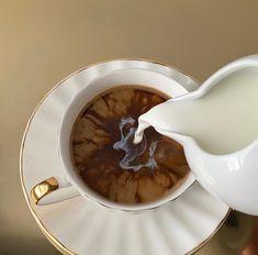 Aesthetic Coffee, Aesthetic Food, Coffee Cafe, Coffee Drinks, Coffee Break, Morning Coffee, Coffee Mornings, Sunday Morning, Homemade Coffee Creamer