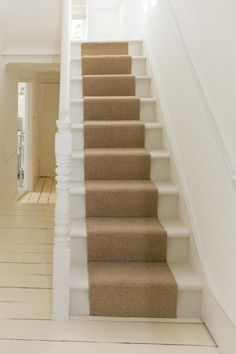 Stylish stair carpet ideas and inspiration. So you can choose the best carpet for stairs.Quality rug for stairs, stairway carpets type, etc. Stair Rug Runner, Stair Rugs, Stair Runners, Staircase Runner, Grey Stair Carpet, Carpet Stairs, Hall Carpet, Basement Carpet, Stairway Carpet