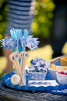 Blue chevron cocktail party props, drink stirrers, flagged straws / paper goods: Delphine, photo: Jennifer Dery, styling: Sweet Occasions