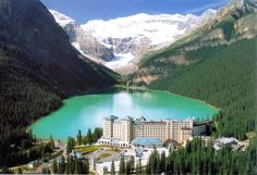 Possibly the most photographed site in the Canadian Rockies, the turquoise water of Lake Louise, with Victoria Glacier in the background, is an unforgettable sight. Best Vacations, Vacation Destinations, Vacation Spots, Cool Places To Visit, Places To Travel, Autumn Lake, View Wallpaper, Banff National Park, Turquoise Water