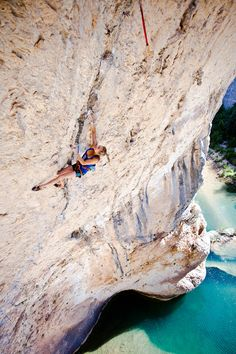 Sasha Digiulian climbing- article itself is on Endurance Climbing, with a workout included!