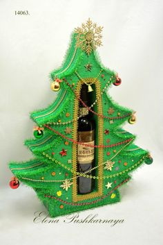 Gallery.ru / Ёлочка-53 см. - НОВЫЙ ГОД - volgodon11 Liquor Bouquet, Candy Bouquet, Diy And Crafts, Christmas Crafts, Christmas Ornaments, Homemade Gifts, Diy Gifts, Chocolate Flowers Bouquet, Wine Bottle Gift