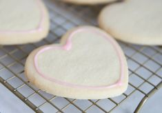 This yummy and forgiving glace icing recipe is perfect for decorating all kinds of cookies - move aside, royal icing! Best Sugar Cookie Icing, Owl Sugar Cookies, Iced Cookies, Royal Icing Cookies, Glace Icing, Kinds Of Cookies, Cookie Tutorials, Icing Recipe, Cookie Exchange