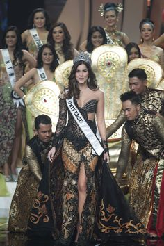 MISS UNIVERSE PAULINA VEGA IN FAMOUS INDONESIAN DRESS KEBAYA