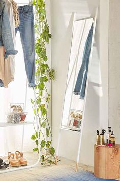 Liza Tapered Mirror - Urban Outfitters
