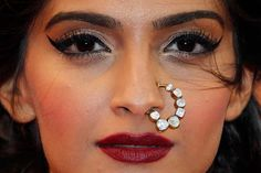 Cannes RedCarpet, May 15: Sonam Kapoor https://twitter.com/sonamakapoor in brilliant #Couture by Anamika Khanna http://www.ana-mika.com/ (kundan nath nose ring  by Sunita K http://mumbai.olx.in/iichha-the-handmade-jewels-by-sunita-k-iid-314048630 here)