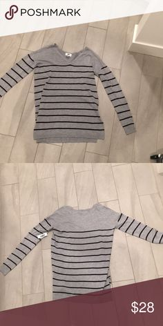 Sweater Never worn in very good condition Old Navy Sweaters V-Necks
