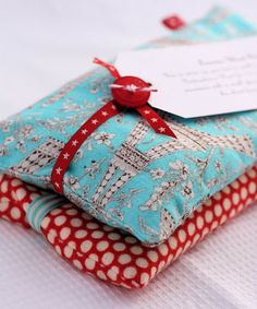 """LAVENDER-WHEAT HEATING BAGS: 2 pieces of cotton fabric (10 1/2"""" x 5 1/2""""), coordinating ribbon (2""""), 500 g wheat, 2 tbs dried lavender, matching thread."""