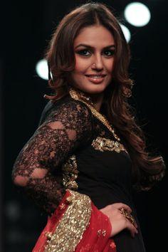 Huma Qureshi walks the runway in an Auro Gold design on day 1 of India International Jewellery Week 2013