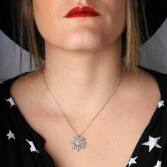 Comme une jolie fleur 🌸 au creux du cou  #lemanegeabijoux #leclerc #mab #manegeabijoux #bijoux #jewels #photooftheday #jewelry #fashion #jewelrygram #fashionjewelry #necklace #silver
