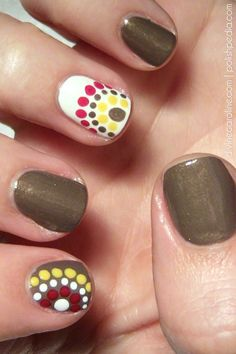 Autumn is the queen of seasons, with football games, changing leaves, and delicious holidays! Celebrate with these seasonal nails! #fallnails #nailart