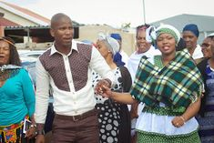 Paballo's world: Mr & Mrs Nxumalo - Traditional Wedding Traditional African Clothing, African Dress, Mr Mrs, Traditional Wedding, Happy New, Groomsmen, African Fashion, Wedding Planning, Men Casual