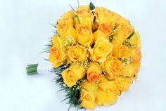 buque da noiva com rosas amarelas com bordas laranjas