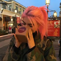 would you ever dye your hair pink? Hair Dye Colors, Cool Hair Color, Hairstyles With Bangs, Pretty Hairstyles, Grunge Look, 90s Grunge, Grunge Style, Soft Grunge, Grunge Outfits