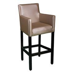 Subtil gestaltet, hat dieser Stuhl einen bequemen, gepolsterten Sitz, eingewickelt in reiches Kunstleder. Sein attraktives und robustes Design ist die perfekte Wahl für alle Arten von Einrichtungen.