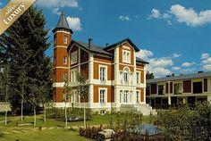 Disfruta de 1 noche de lujo y romanticismo en un hotel 4* Sup en Puigcerdà, Pirineo, con desayuno, Spa, cava y dulces por 59€