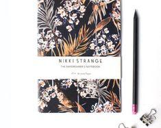 Cuaderno de bolsillo de Tropicana rosa con oro por Nikkistrange