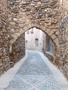 By Imma Rauet Berges #montblancmedieval #Tarragona #Montblanc #Catalunya #Cataluña #Catalonia #Catalogne #turisme #tourisme #turismo #tourism #trip #travel #viatjar #viatge #viajar #viaje #urban #urbano #urbà #arquitectura #architecture #street_photography #citycenter #RTW #TravelAddict #vacances #vacaciones #holidays #slowlife #call #Judería #Juiverie #Jewishquarter #historia #histoire  #history #jewish