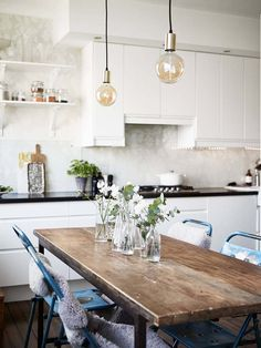 Modern home decor kitchen – Southern Home Decor Kitchen Dinning, Home Decor Kitchen, Rustic Kitchen, Kitchen Interior, Home Kitchens, Kitchen Design, Dining Room, Kitchen White, Dining Table