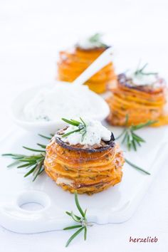 Hochstapelei - Sweet Potato Turret Snack with Garlic and Parmesan - Potato Recipes Healthy Appetizers, Appetizer Recipes, Snack Recipes, Benefits Of Potatoes, Cooking On The Grill, Sweet Potato Recipes, Salmon Recipes, How To Cook Chicken, Grilling Recipes