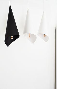 Un abat jour en papier de soie papier marie claire et soie - Recouvrir un abat jour avec du papier ...