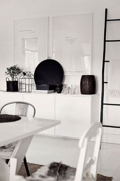 Short IKEA Besta storage unit in a living room - DigsDigs My Living Room, Home And Living, Hektar Ikea, Interior Styling, Interior Decorating, Scandinavian Interior, Scandinavian Style, My New Room, Interior Design Inspiration