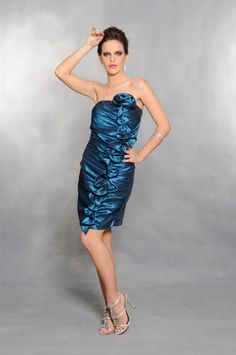 Vestido curto em tafetá com drapeado e babados laterais. Cod. 7011   #zumzum #zumzumfesta #vestido #festa #vestidodefesta #dress #partydress