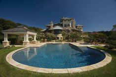 mediterranean pool by Liquidscapes  great color==steps on both sides