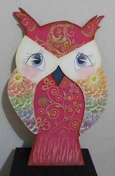 Coruja em madeira e pintada com stencil