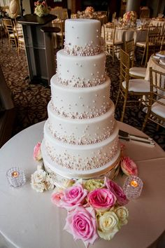 Love the pearls on this gorgeous wedding cake.