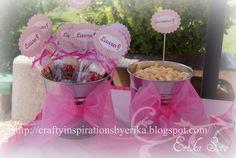 """Cubos para decorar las mesas con las golosinas y aperitivos personalizados """"Tarta de fresa"""""""