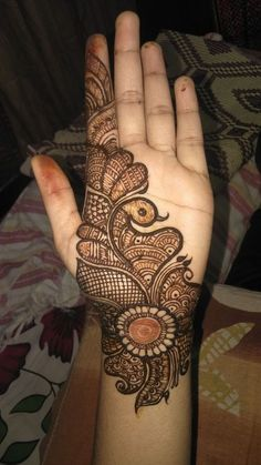 Check out the 60 simple and easy mehndi designs which will work for all occasions. These latest mehandi designs include the simple mehandi design as well as jewellery mehndi design. Getting an easy mehendi design works nicely for beginners. Henna Hand Designs, Dulhan Mehndi Designs, Mehandi Designs, Mehndi Designs Finger, Peacock Mehndi Designs, Mehndi Designs Book, Simple Arabic Mehndi Designs, Arabian Mehndi Design, Mehndi Designs For Girls