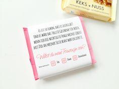 Süße Banderole für eine quadratische Schokolade, mit der Frage aller Fragen, wenn der Heiratsantrag gestellt wurde :-)  Ihr erhaltet eine wunderschöne Banderole (ohne Schokolade), welche ihr um...