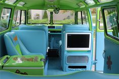 1967 VOLKSWAGEN 21 WINDOW CUSTOM BUS - Interior - 137751