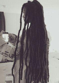 Faux Locs Hairstyles, Rihanna Hairstyles, Black Girls Hairstyles, Estilo Rihanna, Rihanna Style, Rihanna Faux Locs, Rihanna Dreadlocks, Hair Inspo, Hair Inspiration