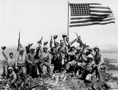 February WWII: U. flag raised on Iwo Jima - U. Marines of the Regiment, fifth division, cheer and hold up their rifles after raising the American flag atop Mount Suribachi on Iwo Jima, a volcanic Japanese island. Us Marines, Batalha De Iwo Jima, German Soldier, Battle Of Iwo Jima, Ww2 Photos, American Soldiers, American Flag, American Veterans, American Modern