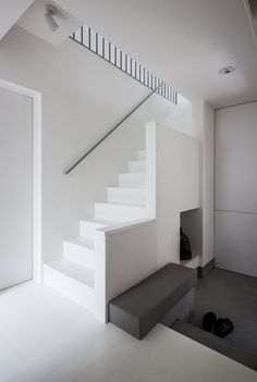 Cozy House by Form/Kouichi Kimura Architects Minimal Design, I don't know if this is cozy but love the simplicity. Arch Interior, Interior Stairs, Interior Architecture, Interior Design, Minimalist Interior, Minimalist Design, House Stairs, Modern House Design, Cozy House