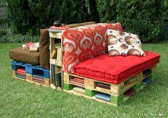 divanetti con bancali e vecchi materassi