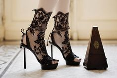 sculptural shoes - Many have spoken out about women's love for high heels, but these avant-garde sculptural shoes take stilettos to another level with painful but int. Crazy Shoes, Me Too Shoes, Fancy Shoes, Trendy Shoes, Lace High Heels, Lace Pumps, Shoe Boots, Shoes Heels, Sexy Heels
