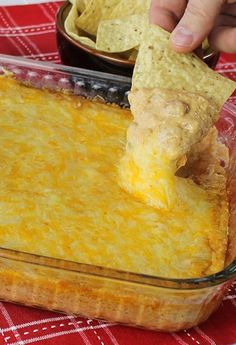 Texas Trash Dip (cream cheese, sour cream, taco seasoning, green chilies, 2 cans refried beans & 3 cups of shredded cheeses) change to blacke beans Appetizer Dips, Yummy Appetizers, Appetizer Recipes, Snack Recipes, Cooking Recipes, Snacks, Bean Dip Recipes, Microwave Recipes, Texas Trash Dip