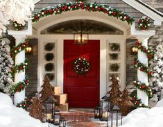Uplift the décor of your porch with these chic Christmas porch decoration ideas. The outdoor Christmas décor inspiration in the gallery offers inputs for a complete porch Holiday makeover. Christmas Time Is Here, Christmas Porch, Noel Christmas, Merry Little Christmas, Winter Christmas, Christmas Wreaths, Christmas Crafts, Christmas Design, Christmas Entryway