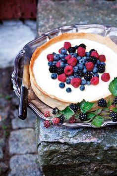 Gartenzauber   Sommerkuchen -  Panna-Cotta-Pie mit Beeren
