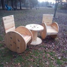 Pallet cable reel chairs can prove themselves the best choice for your farmhouse. It is very stylish and comfortable. Take pallets and while turning it into chairs give it a look of reels by cutting it into reel shape. A reel-shaped table can also be placed with the chairs to make the look complete.